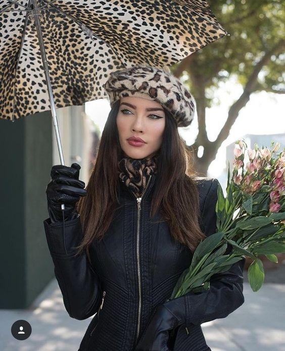 prachtig en stijlvol tijgerprint baret en paraplu