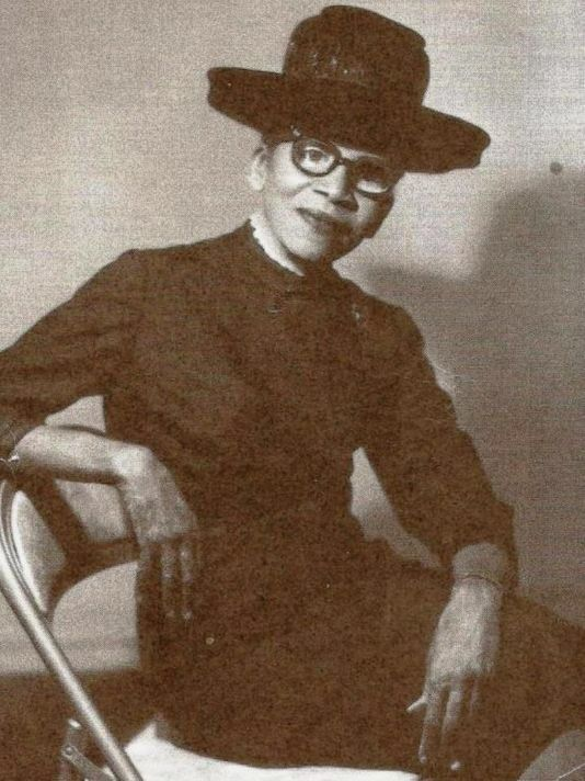 The First African American To Become A Noted Fashion Designer Ann Lowe Later In Her Career African American Fashion American Fashion Designers Asian History