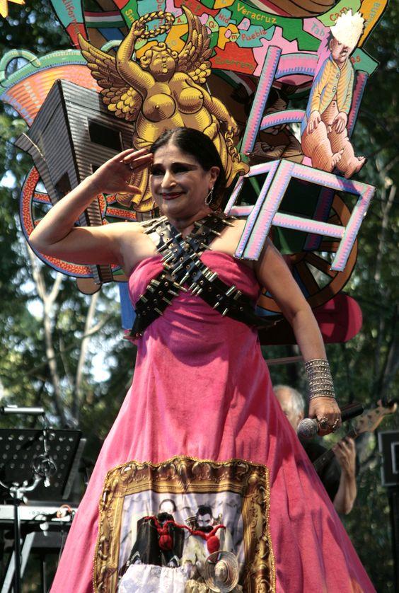 La cantante astrid hadad present parte de su espect culo Espectaculo artistico de caracter excepcional