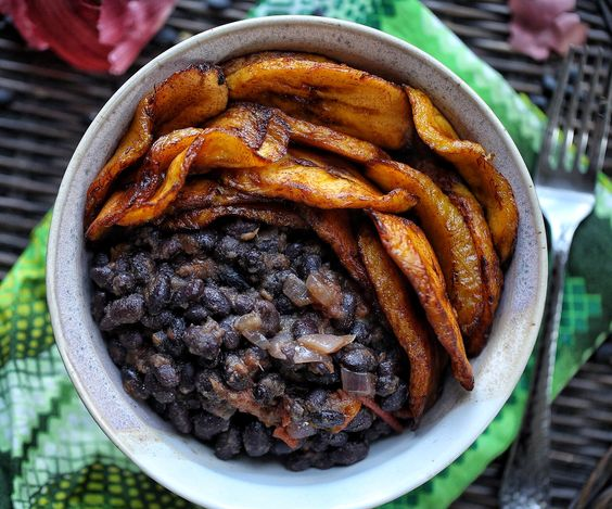 Sweet plantain and black bean bowl - Afrovitalityeats ♡₊˚༄˳ 𝒑𝒊𝒏𝒕𝒆𝒓𝒆𝒔𝒕: ѕoyvιrgo┊soyvirgo.com ♡ ࿐♡ ☆˖۪۪̥°̥.