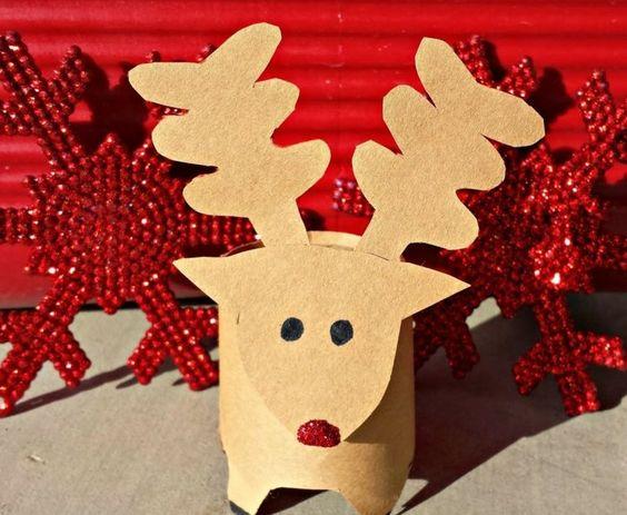 le renne du père Noël à faire soi-même en papier kraft, aux yeux noirs et nez rouge