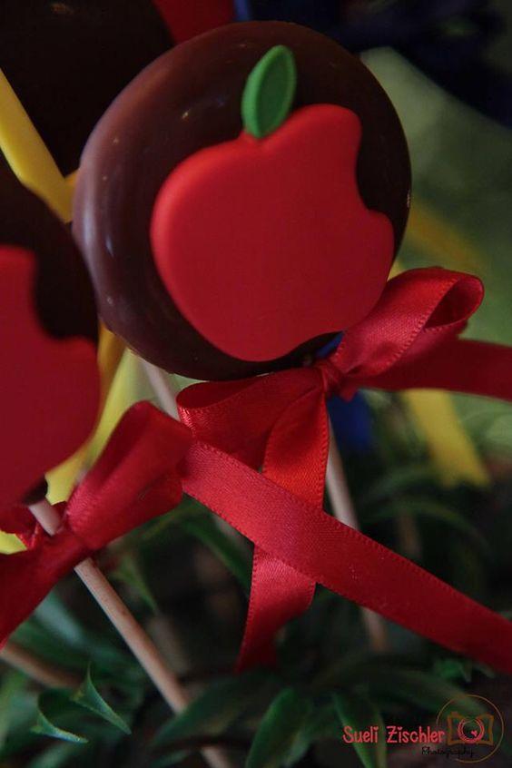 Pirulitos de chocolate com recheio de Nutella