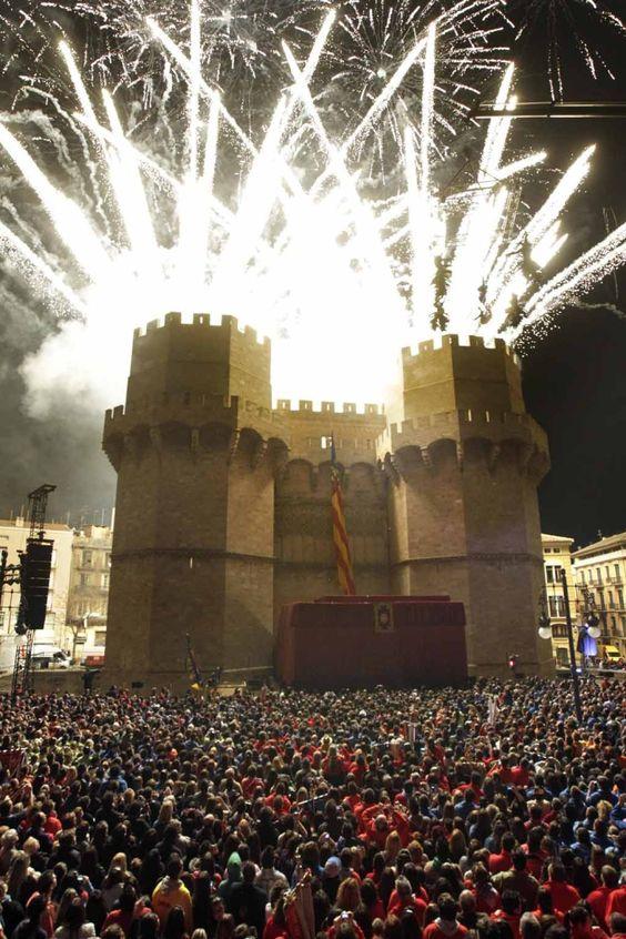 La Crida en las torres de Serranos, Fallas de Valencia