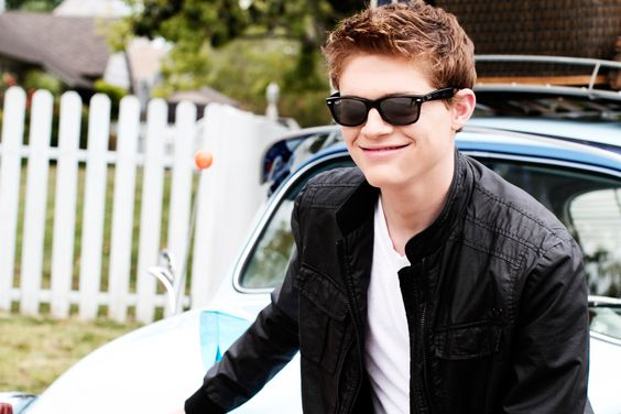 Sean Berdy: Deaf Actor <3  He's SO cute!