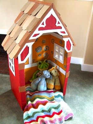 my kiddos would love a diy cardboard house like this in their playroom!