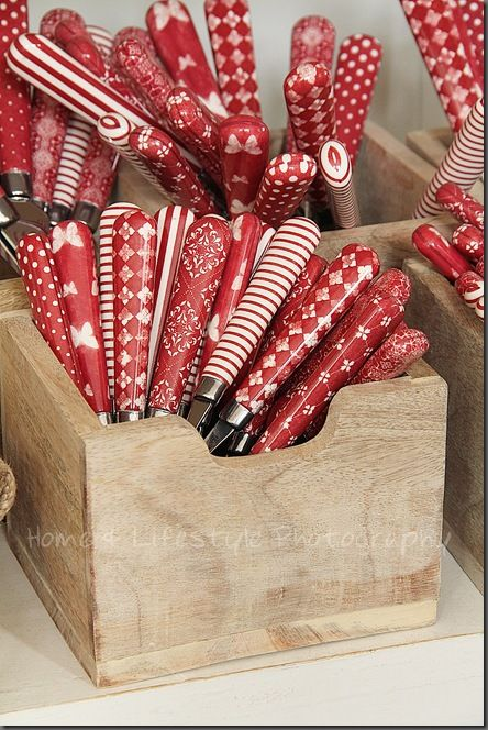 Red patterns on flatware handles..... this IS it - the next thing I want to collect for picnics!!!  Am SO IN LOVE with these!!!!: