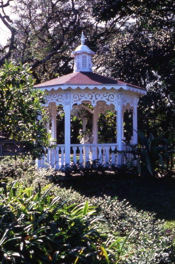 Memorial Gardens Gazebo | com02044.jpg