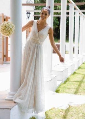 Vestido com saia reta e tecidos leves formam combinação ideal para um casamento diurno - Casamento - UOL Mulher