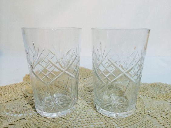 https://flic.kr/p/tK3tcC | Par de copos de cristal para água - Anos 60 | cod: M | R$48,00 Par de copos de cristal para água. Década 60. Perfeito estado. Medidas:10,0cms diam x 6,5cms diam Capacidade:200mls