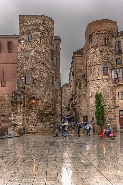 #Barcelona, #catatonia  #Spain Plaza de la Catedral de Barcelona Cathedral Square in Barcelona