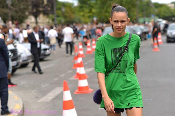 La rebelle Binx Walton Paris à proximité du grand Palais Paris juillet 2015. Portrait par Bain de Lumiere.#offduty #streetstyle #PFW#fashionweek