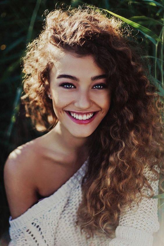 Los mejores peinados para mujer otoño invierno 2015-2016 | Pelo Rizado raya de lado