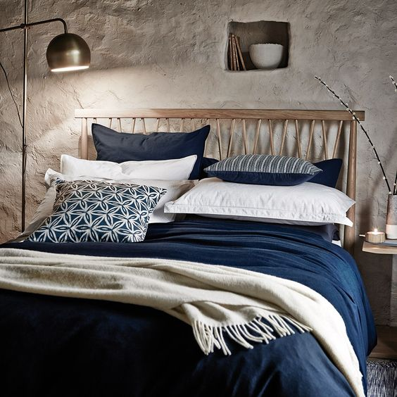 Murmur+Still+Navy+Bed+Linen+-+Navy+-+Linen+&+cotton+mix+navy+bedding+collection. Embrace+the+organic+appeal+of+the+Murmur+Still+Navy+Bed+Linen+collection. Richly+textured+and+crafted+with+meticulous+attention+to+detail,+this+luxury+washed+linen+and+cotton+bedding+collection+is+designed+by+Murmur+to+'give+us+an+antidote+to+our+hectic+lives'. Presented+in+a+nautical+inspired,+navy+blue+tone,+it+is+tranquil+and+organic+with+a+calming+sense+of+balance+and+colour. Created+to+achieve+Murmu...