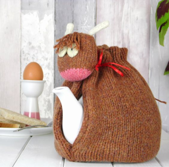 Highland Cow Tea Cosy, Made in Scotland, Knitted Tea Cosy, Cow Tea Cozy, perfect Mothers Day Gift!