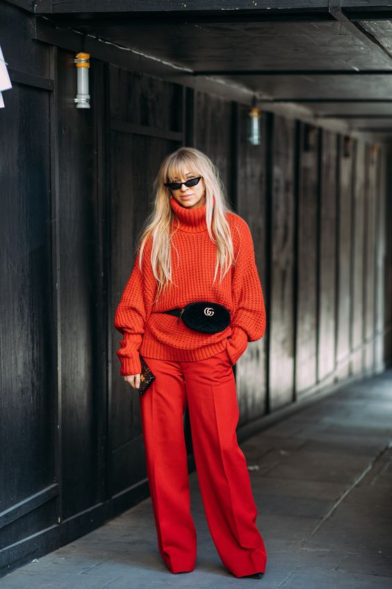 All red color block look // gucci belt bag // street style // #fashionweek #streetstyle