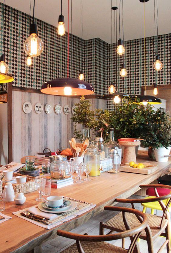 bright lights | <3 this idea #decor #iluminacao #diningrooms