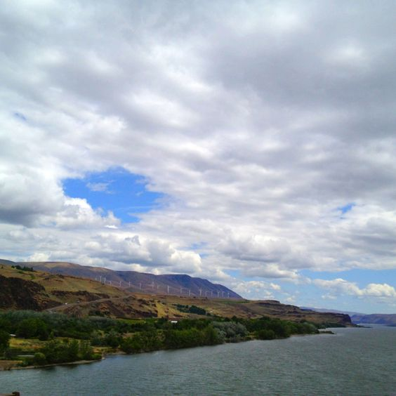Driving through The Columbia River Valley, WA/OR