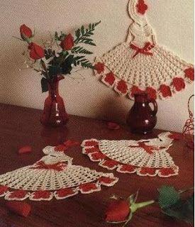 CROCHE DA ANJINHA: Apliques Bonequinhas em croche,sao lindas e serve para pregar em toalhas,panos de copa onde voce achar melhor...
