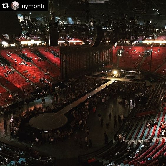 #Repost @nymonti ・・・ U2   #u2 #u2ietour #u2ie #montreal #centrebell #bellcentre #bellcenter #bono #theedge #larrymullen #adamclayton #paulhewson #thismtl #mtlblog #mtl