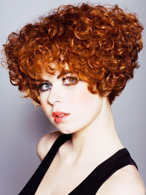 Coiffure Courte Frisee Rousse Coiffures Courtes Frisees Coiffure Courte Coiffures Courtes Bouclees
