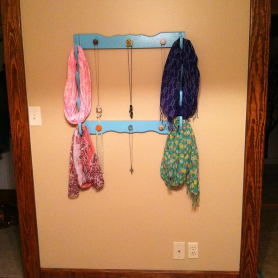Repurposed a gun rack with paint and knobs from Hobby Lobby- it's now a scarf/necklace holder: Craft Ideas Upcycle Diy, Cycled Ideas, Gift Ideas, Gun Rack Repurpose, Crafty Things, Crafty Diy, Crafts Diy, Gun Racks, Crafty Ness