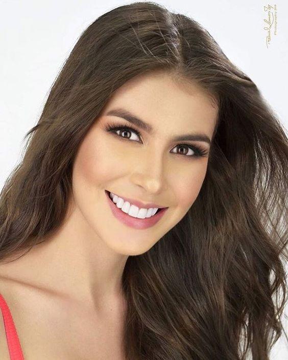 """𝐁𝐞𝐥𝐥𝐞𝐳𝐚 𝐃𝐢𝐯𝐞𝐫𝐬𝐚 👸🏼👸🏽👸🏻👸🏿 no Instagram: """"Alejandra Salazar (@alejasalazar28) Señorita Huila. Aleja es de las candidatas que más suena para ganar la corona de Señorita Colombia…"""""""
