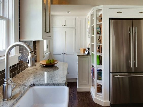 encimeras de granito en la cocina pequeña