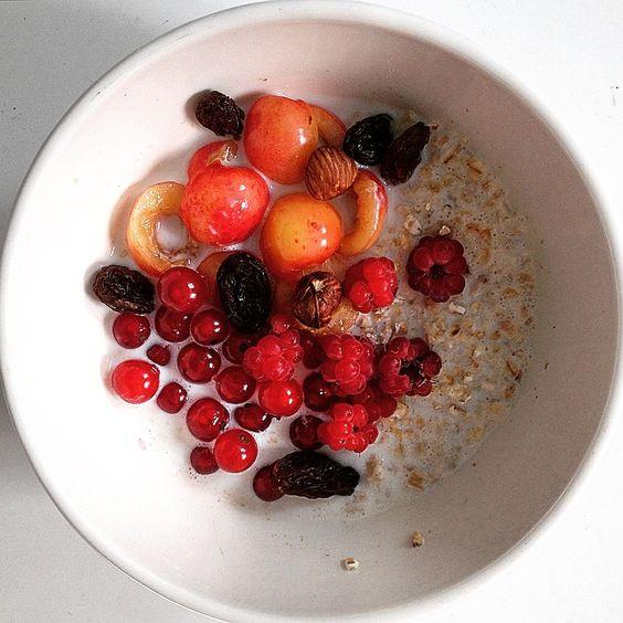 Day 181 - Ruby for breakfast pleaaaaase !  Warm and sunny day in France, I'm gonna eat fresh fruits all day ! #oat #porridge #redcurrent #cherry #raspberry #nuts #raisin #Ruby #gems #RubyBowl #eat #healthy #clean #yummy #breakfasts #EatDiamondForBreakfastAndShineAllDay #Fresh #Fruits #FromTheGarden #harvest #garden
