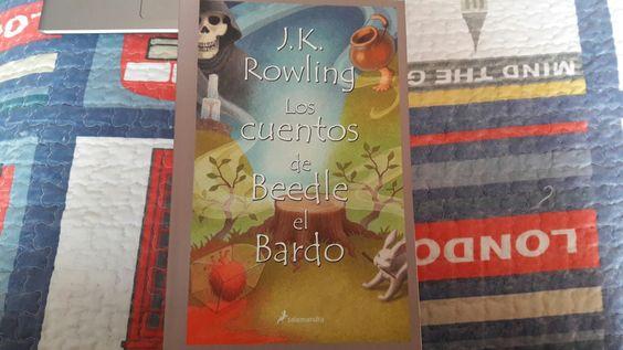 """""""Los cuentos de Beedle el Bardo"""" escrito por J.K. Rowling.:"""