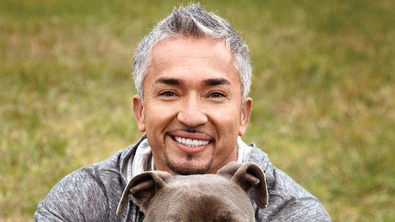 César Millan, né le 27 août 1969 à Culiacán (État du Sinaloa au Mexique) est un cynologue mexicano-américain, professionnel de l'éducation des chiens. Il réhabilite également les chiens et aide les...