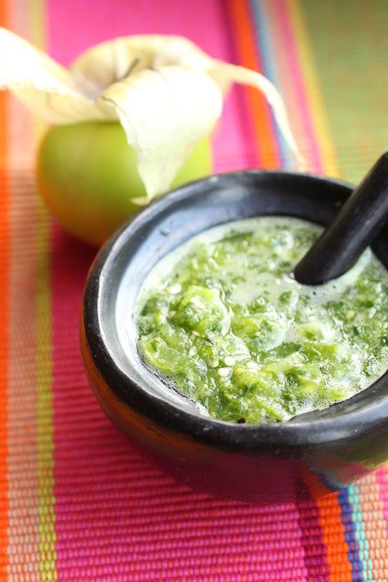 Salsa verde cruda recette mexicaine - Sauce verte aux tomatilles (tomatillos)