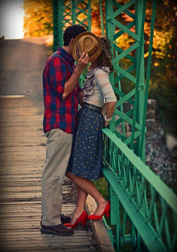Ideias super fofas de Fotos para rápido Você aproveitar tanto no Seu Ensaio de casal Quanto nenhum dia do casório!  Vem ver e salvar todinhas !: