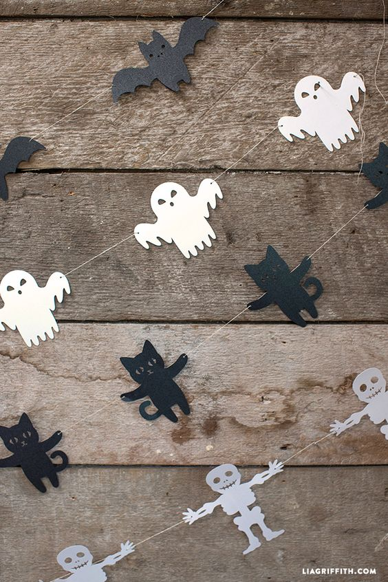 Create these Halloween garlands - bats, ghosts, black cats and skeletons - cut them out with the free template!