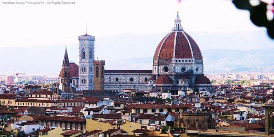 Itália -Florença -Esta cidade mágica foi durante muito tempo considerada a capital da moda e é tambem o berço do Renascimento italiano, uma das mais belas cidades do mundo.