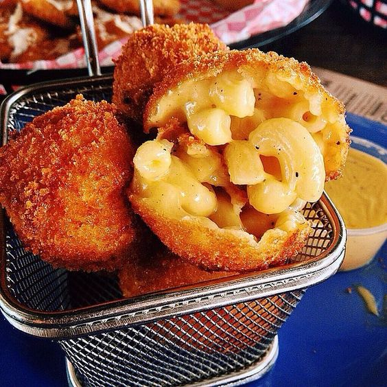 FRIED MAC N CHEESE BALLS