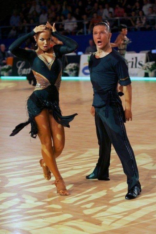 Salsa Dancing For Fitness Ballroom Dancing Classes Near Me Ballroom Dancing R Ballroom Classes Danc En 2020 Ropa De Baile Traje De Baile Vestido De Baile