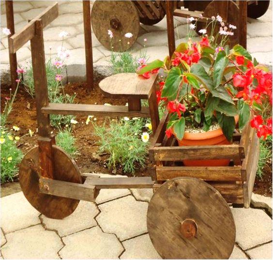 Bicicleta de madera para adornar el jard n porta for Adornos de jardin