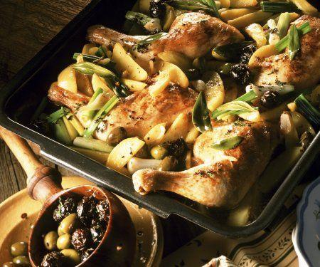 Mmmhhmmm...wie das duftet! Kräuter-Hähnchen mit Oliven und Lauchzwiebeln   http://eatsmarter.de/rezepte/kraeuter-haehnchen-mit-oliven-und-lauchzwiebeln