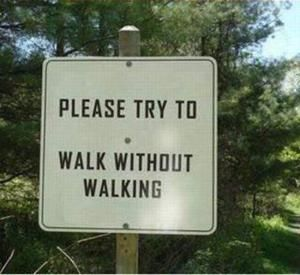 15 Funny Signs That Are Way More Confusing Than Helpful: Walk this way.