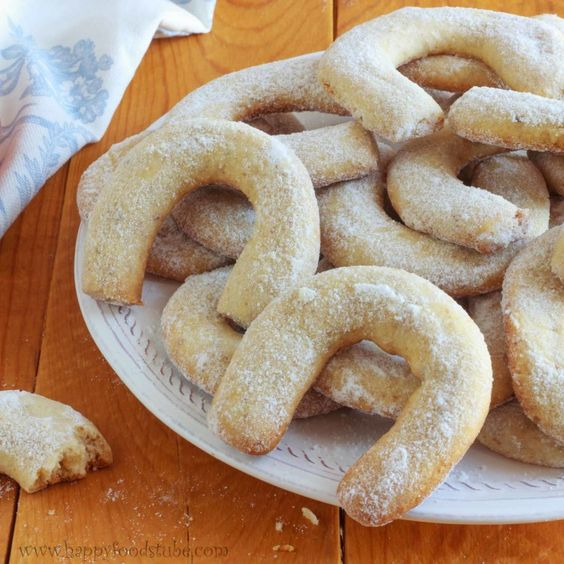 This Walnut Crescent Cookies recipe has been in my family for a good few years but truth to be told I had not tried this one until this year.