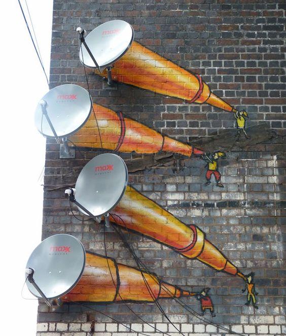 Благодаря уличным художникам сказочные звездочеты поселились на стене одного из домов Бирмингема в Великобритании