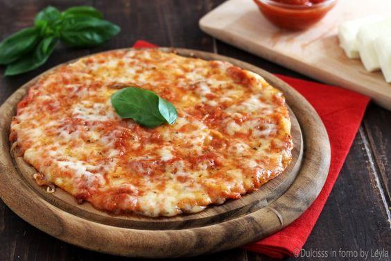 Piadipizza o Piadizza : un'idea veloce e gustosa per cena. Non è altro che la pizza con la base della piadina, con cottura in forno o in padella.