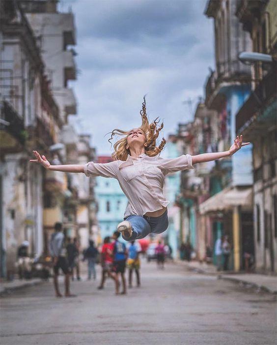 Tänzer auf den Straßen Kubas
