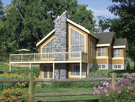 Ce joli chalet possède une abondante fenestration, une terrasse - plan maison demi sous sol