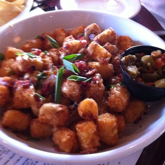 Bar Louie- loaded tater tots.... To die for.: Recipes To Try, Bar Louie, Loaded Tater, Tater Tots, 640 640, Louie Loaded