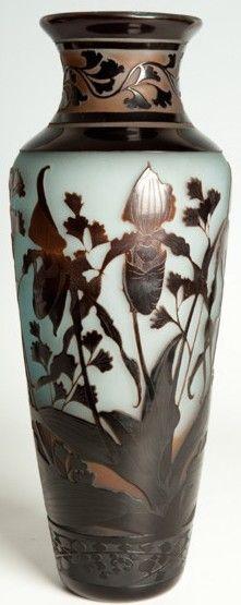 Vase à décor d'iris et de désespoirs du peintre de Paul NICOLAS (France) Paul…: