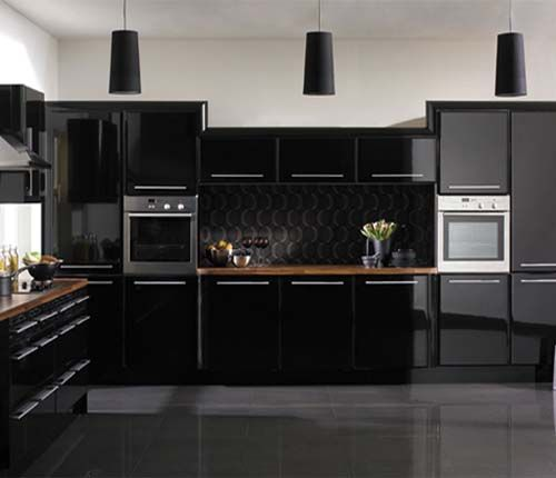 P para una cocina negra creo que la isla tiene que ser for Cocinas integrales negras