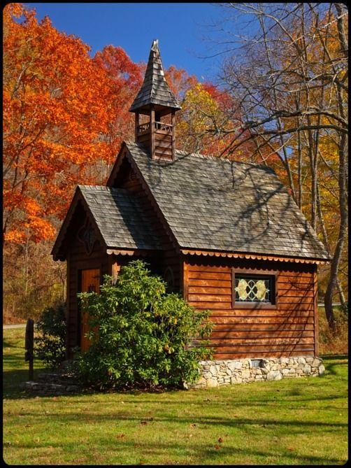 mistymorrning:  country church…