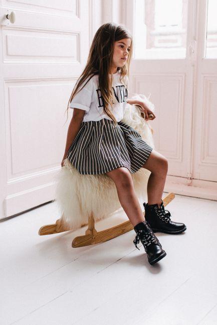 Les bottes, boots et bottines fille s'accordent parfaitement