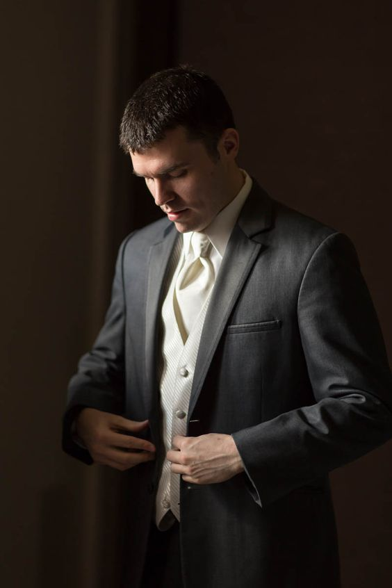 wedding photography | groom getting ready | http://www.haasweddings.com